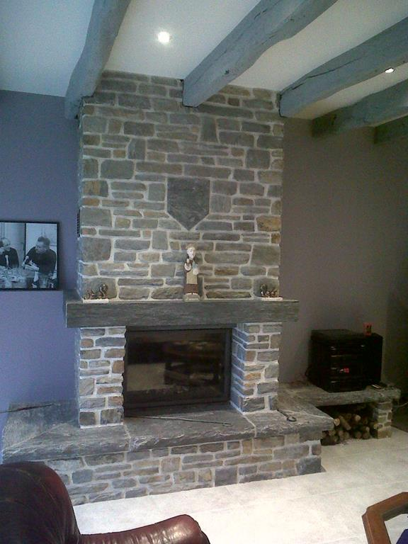 Installation cheminée rustique La Gacilly
